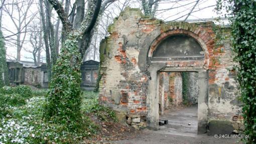 Zapomniany cmentarz w centrum Gliwic. Od pierwszego pochówku minęło 200 lat