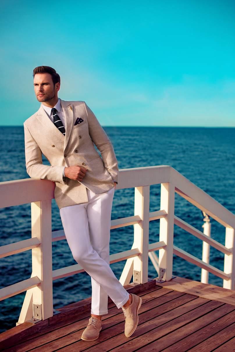 58be8c0e0e744 Jednocześnie Klienci chwalą sobie promocje, nieustannie proponowane przez Giacomo  Conti. W salonach możemy więc spodziewać się koszul w promocyjnej cenie 99  ...